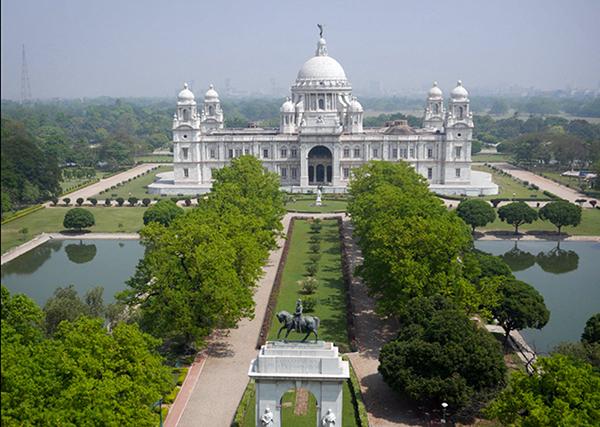Fabricado a principios del siglo XX, este monumento en Calcuta es un tributo a la reina británica, Victoria. Construido por el virrey británico Lord Curzon, se dice que su belleza e importancia histórica son sólo superadas por el Taj Mahal.