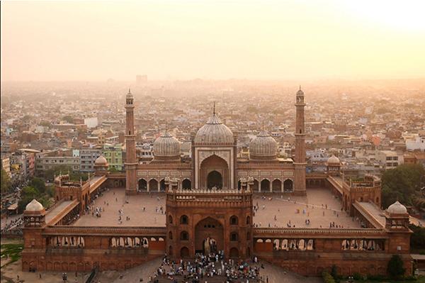 Una vista aérea de la mezquita Jama Masjid en Nueva Delhi, construida entre 1650 y 1658 por el emperador mogol Shah Jahan.