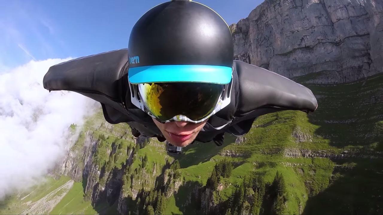 Majestic-Wingsuit-Flight-in-Switzerland_3
