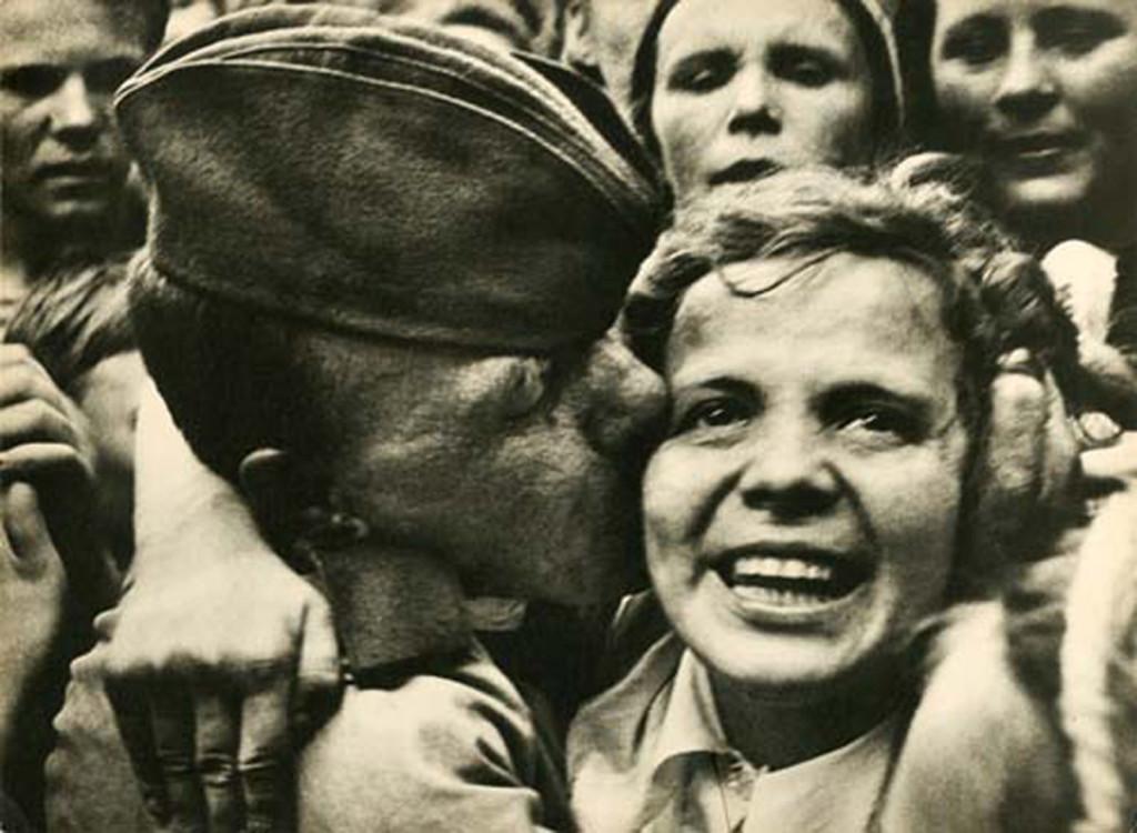 Георгий-Петрусов.-Встреча-победителей.-Возвращение-с-фронта.-1945-1024x750