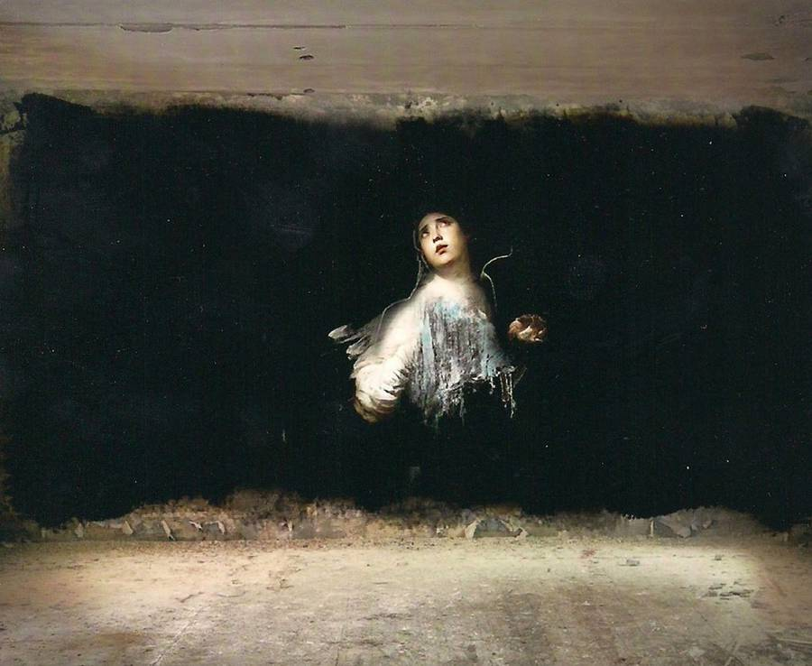 Classical-Paintings-in-Abandoned-Buildings1-900x738