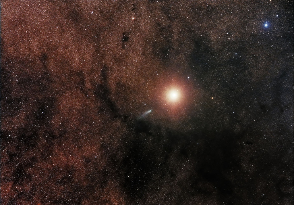 Comet C/2013 A1 alongside Mars