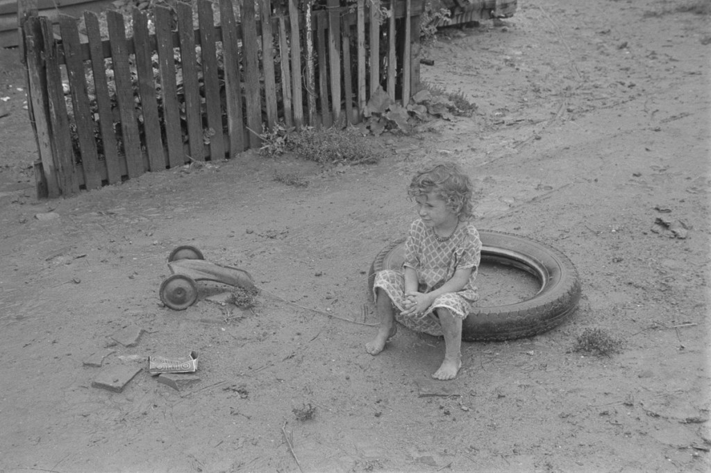 """Child dwellers in Circleville's """"Hooverville,"""" central Ohio. 1938 Summer. (Universal History Archive/UIG via Getty Images)"""