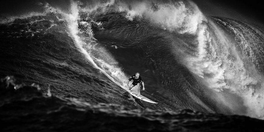 Captivating-Black-and-White-Pictures-of-Surfers6-900x450