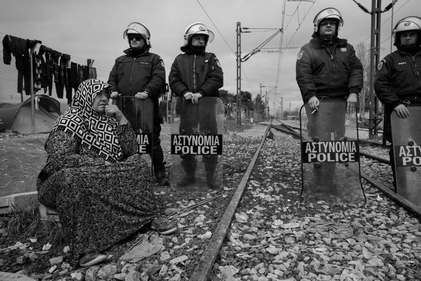refugees-migrants-greece-idomeni-macedonia-james-nachtwey-15