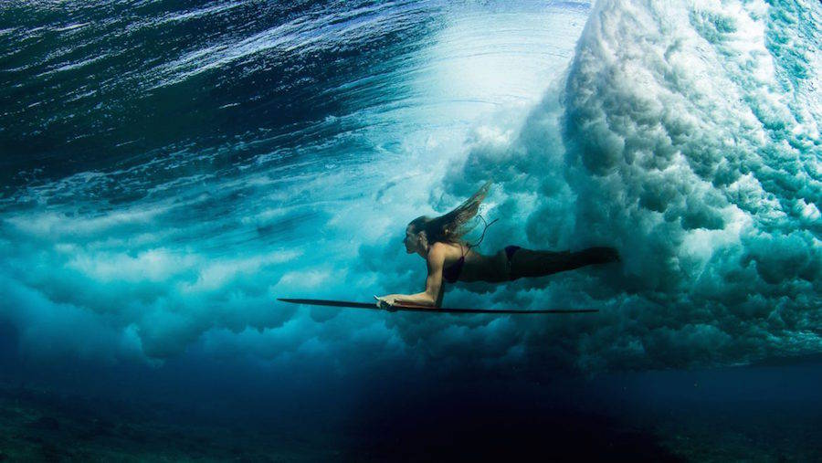 Unusual-Poetic-Pictures-of-Surfers11-900x507