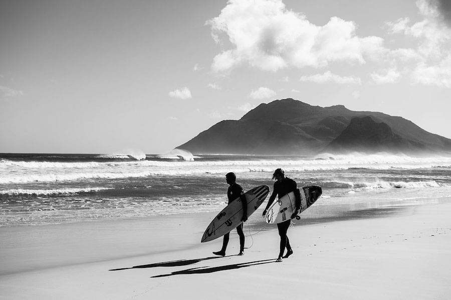 Unusual-Poetic-Pictures-of-Surfers4-900x599