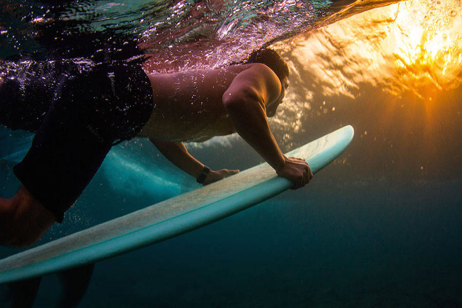 Unusual-Poetic-Pictures-of-Surfers8-900x600