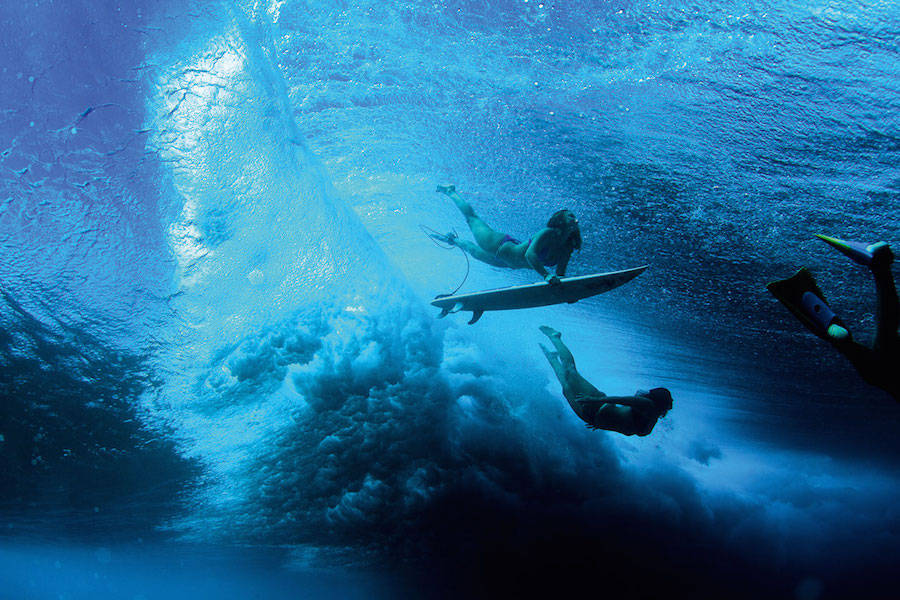 Unusual-Poetic-Pictures-of-Surfers9-900x600